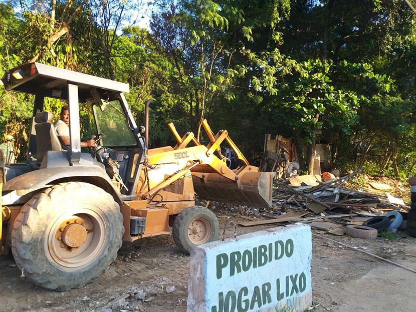 Lixão clandestino na Praça Seca é fechado